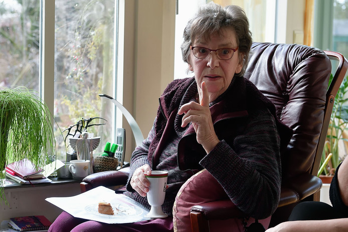 """,,Zolang ze onder de Brabantse Wal nog drinkwater pompen, komt het nooit meer goed met de Groote en het Kleine Meer"""", waarschuwt de Putse actievoerder Nora van den Berg-Grottendieck (83)."""