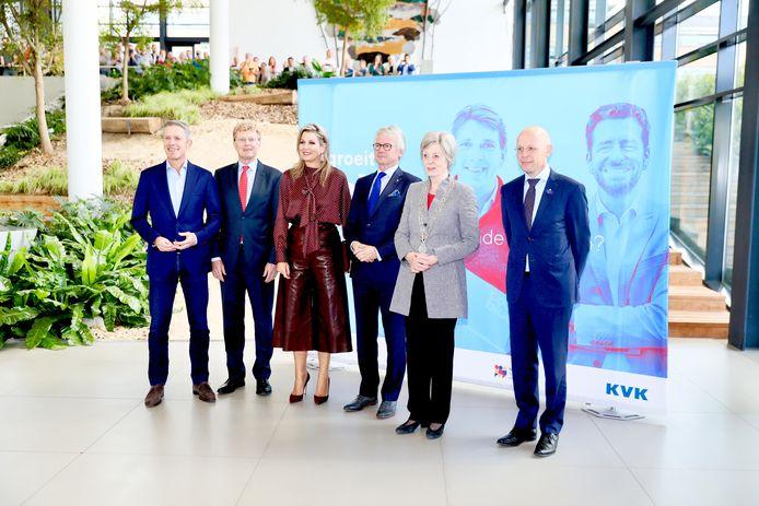 Koningin Máxima in de hal van Centraal Beheer in Apeldoorn, waar zij vandaag een bijeenkomst met ondernemers bijwoont.