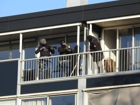 Agressieve Gouwenaar met mes door arrestatieteam uit woning gehaald