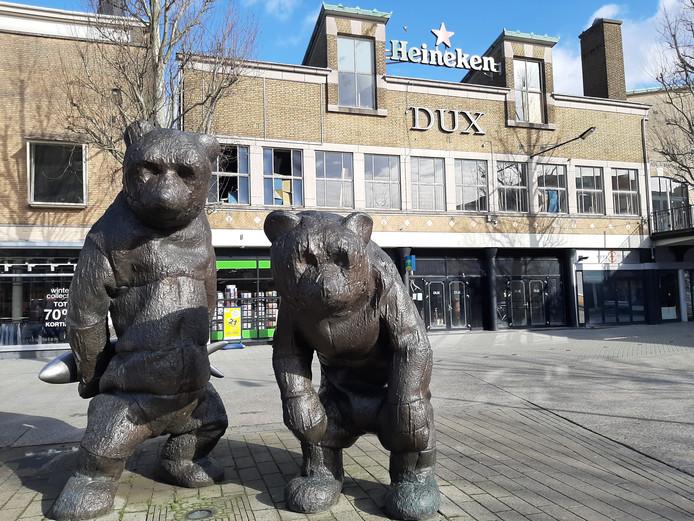 Club Dux op de Markt in Hengelo is al maanden gesloten. Er lopen meerdere procedures.