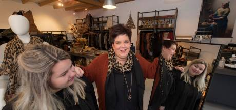 Moeder Moreen en dochter Kelly gaan op 'Koekwaus-avontuur' in Culemborg: 'Een winkeltje voor iedereen'