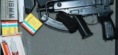 Beruchte veelpleger nu voor rechter na dreigen met machinepistool