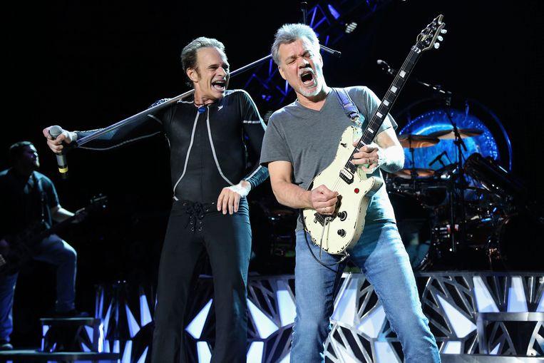 David Lee Roth (links) en Eddie Van Halen samen op het podium in 2015. Beeld Greg Allen/Invision/AP