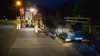 Chauffeur lichtgewond na buiteling