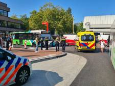 Oudere vrouw aangereden door stadsbus op Stationsplein Gouda