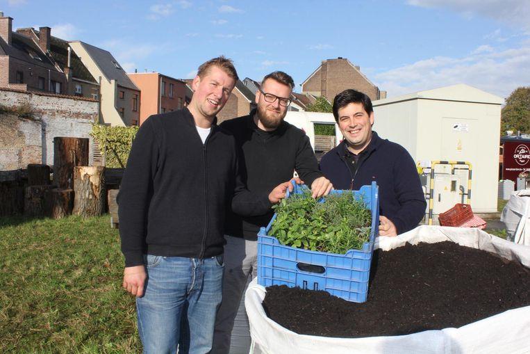 Joachim Rummens, Olivier Vandeputte en Jonachim Goedgezelschap in de tuin van De Gendarmerie.