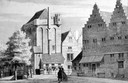 De Vuilpoort was al sinds 1471 de belangrijkste gevangenis van Dordrecht. Het gebouw stond aan het einde van de Voorstraat, bij de Grote Kerk. De brug is de Leuvebrug. De poort werd rond 1800 afgebroken.