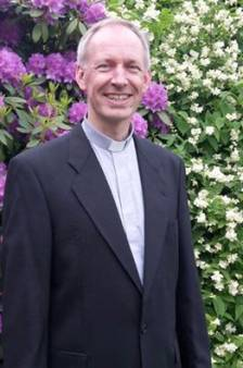 Kapelaan Van Paassen: 'Voor alles is een zegen. Zelfs voor een nijptang en een kruiwagen'