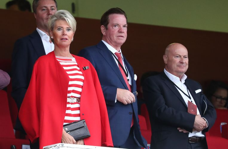 Luciano D'Onofrio (r), sportief directeur van Antwerp, naast eigenaar Paul Gheysens.