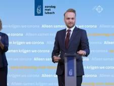 Arjen Lubach spreekt kabinet toe: 'Was je handen niet in onschuld'