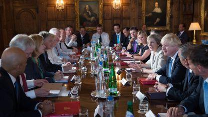 Gsm's en horloges afgeven: Britse ministers bij elkaar voor cruciaal brexit-conclaaf