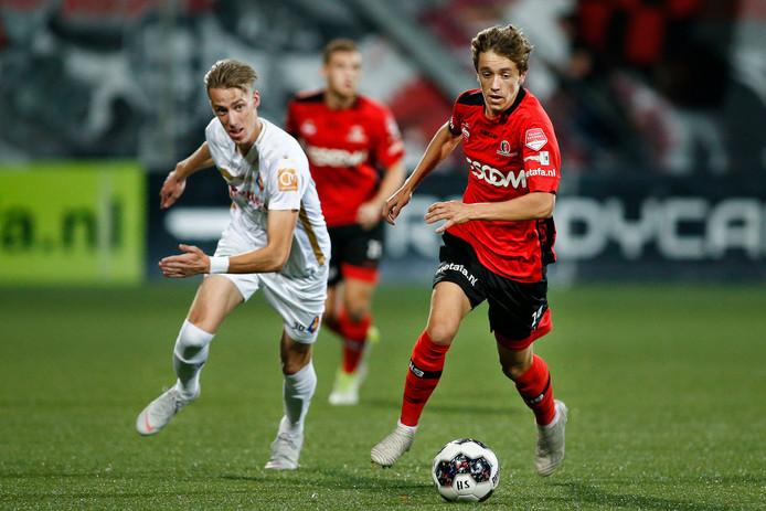 Jordan van der Gaag in actie voor Helmond Sport.