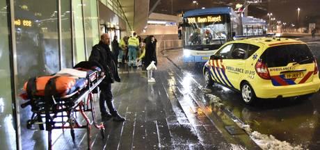 Voetganger aangereden door lijnbus bij het centraal station in Arnhem