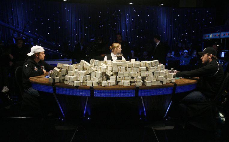 Las Vegas, 2008. Poker op het scherpst van de snede, met 9 miljoen dollar aan prijzengeld op tafel. Beeld ap