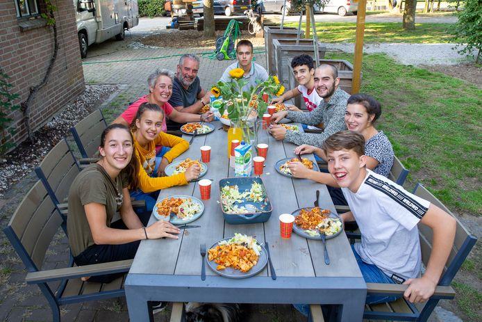 Van links naar rechts: Flore, Sevilay, Leon, Frank, Batuhan, Ahmet, Teun, Guusje en Brandon.