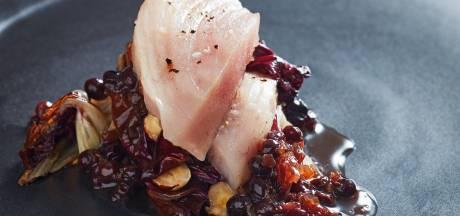 Zwemmende tonijnbiefstuk wil witte of koele rode wijn