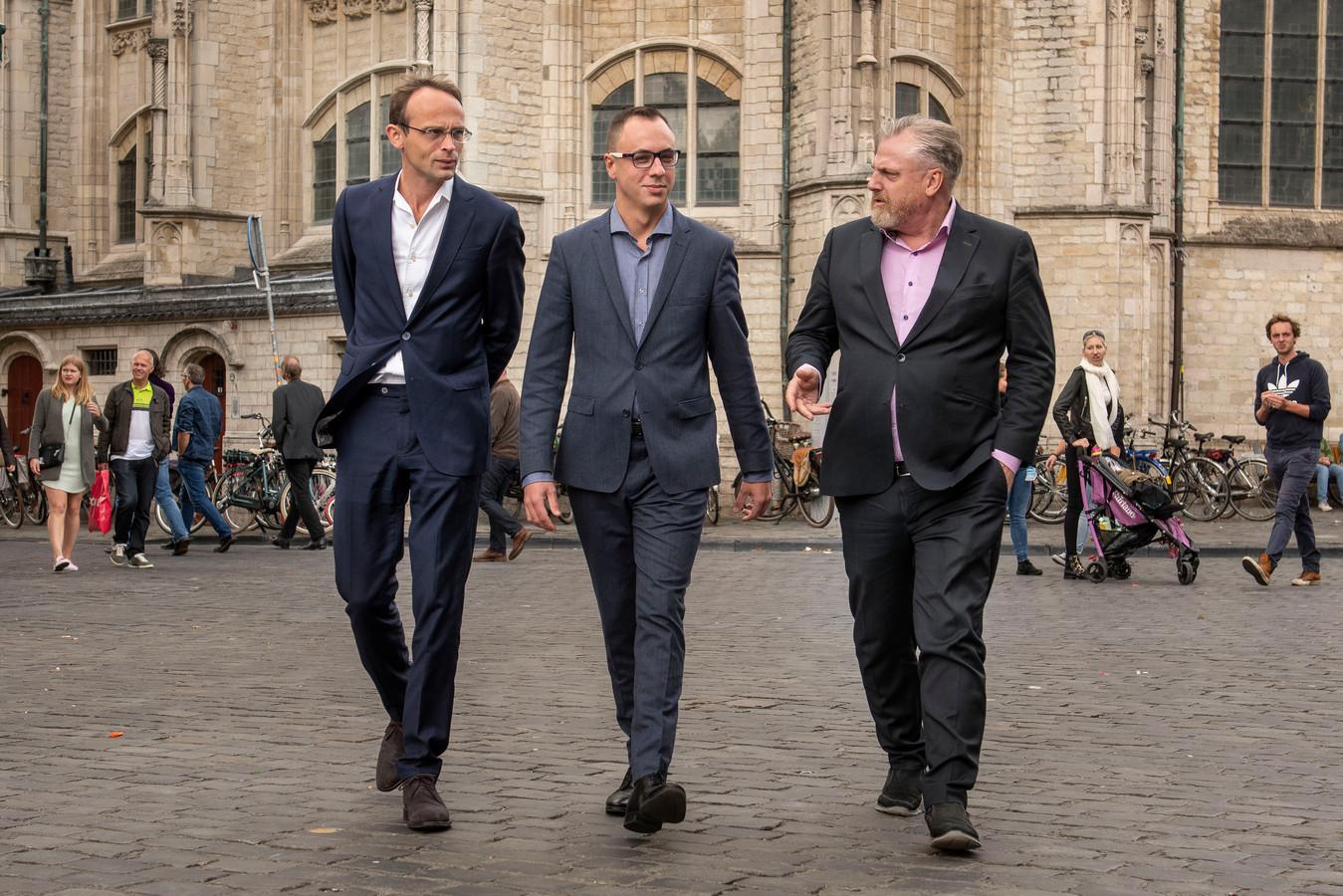 Initiatiefnemers Ronald Roothans (links), Joep van Meel (midden) en Peter Schouten op de Grote Markt in Breda.