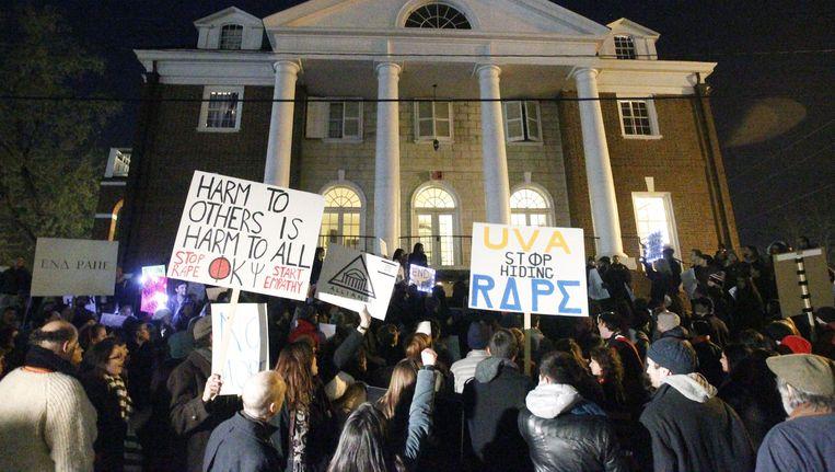 Studenten protesteren nadat het artikel werd gepubliceerd.
