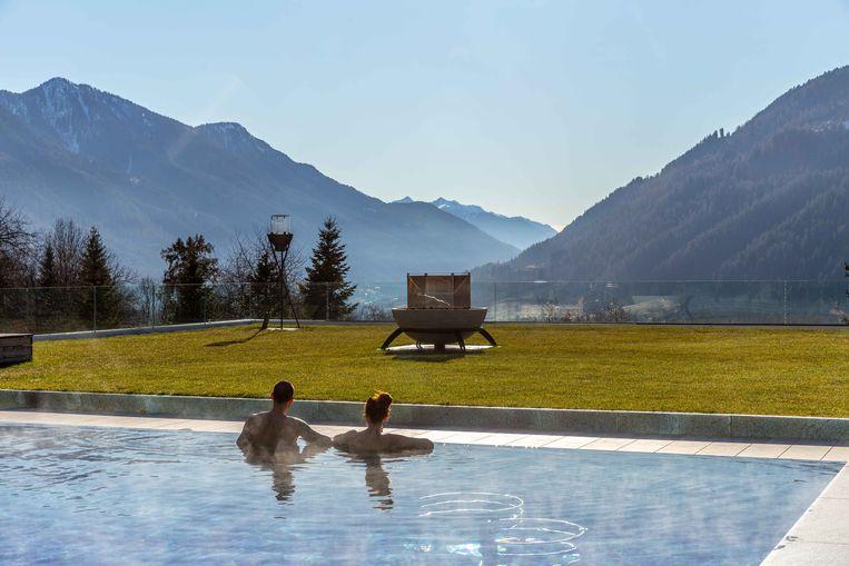 Zwembad van het nieuwe Lefay biohotel in Pinzolo.  Beeld Noel van Bemmel