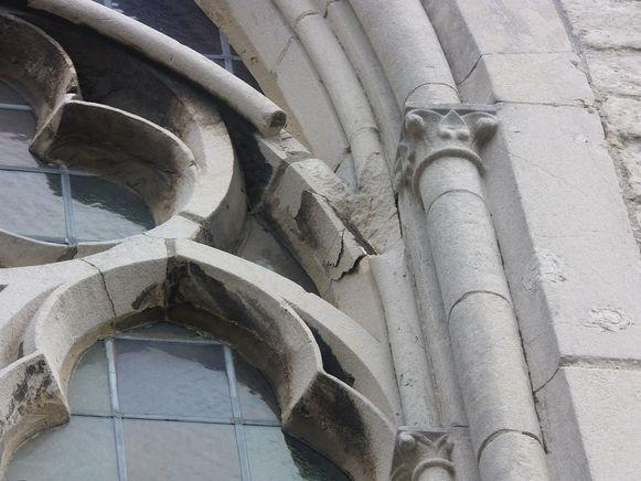 De toestand van de ramen van de Onze-Lieve-Vrouw van Bijstandkerk voor de restauratie.