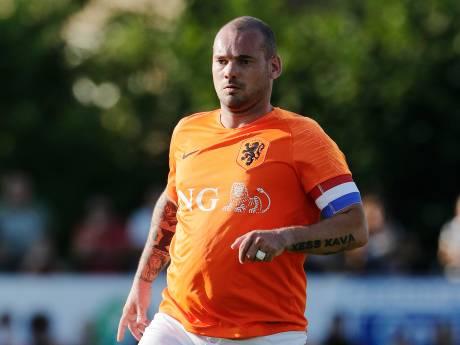 Wesley Sneijder op 'eigen' sportpark in actie als oud-international