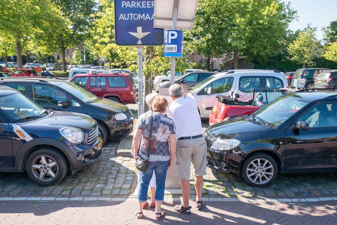 Vergunninghouders mogen deze maand nog overal in Zierikzee gratis parkeren, behalve op het terrein achter de Albert Heijn.
