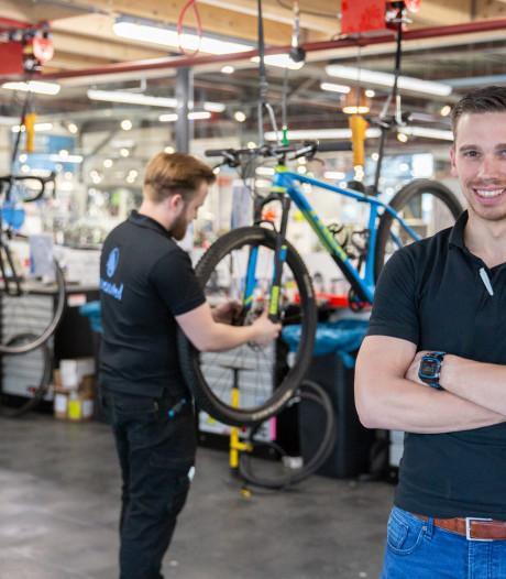 Alleen door er te werken, krijgen fietsenmakers bij dit bedrijf al 1000 euro bonus
