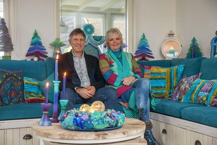 Predikanten Anne-Marie van der Wilt en Marijn Gilhuis wonen in een bijzonder kleurrijk huis, waarvoor ze zich hebben laten inspireren door onder meer Gaudí.