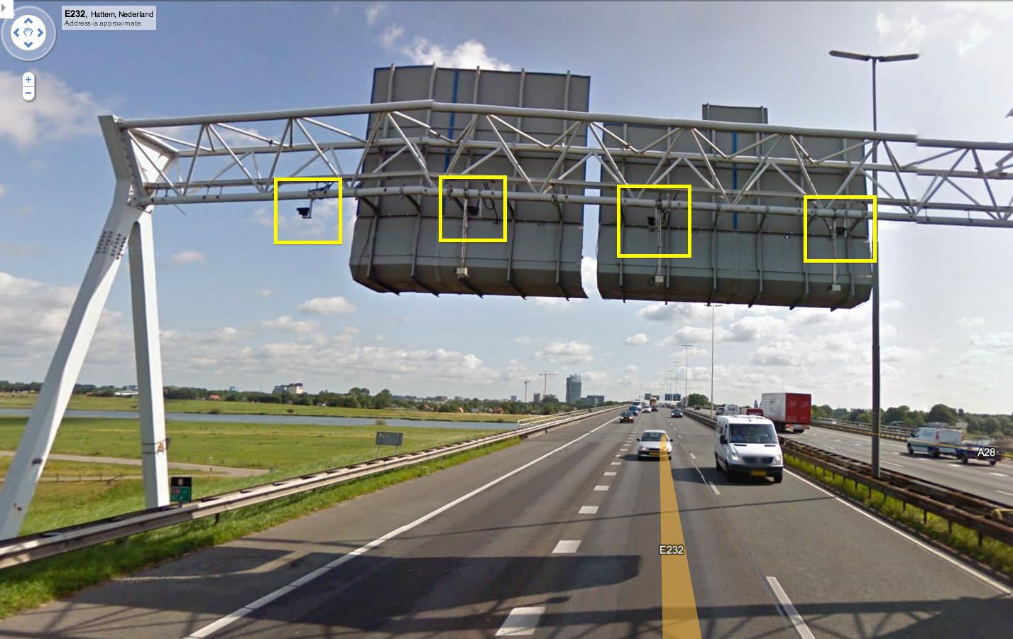 ANPR-camera's boven de snelweg.