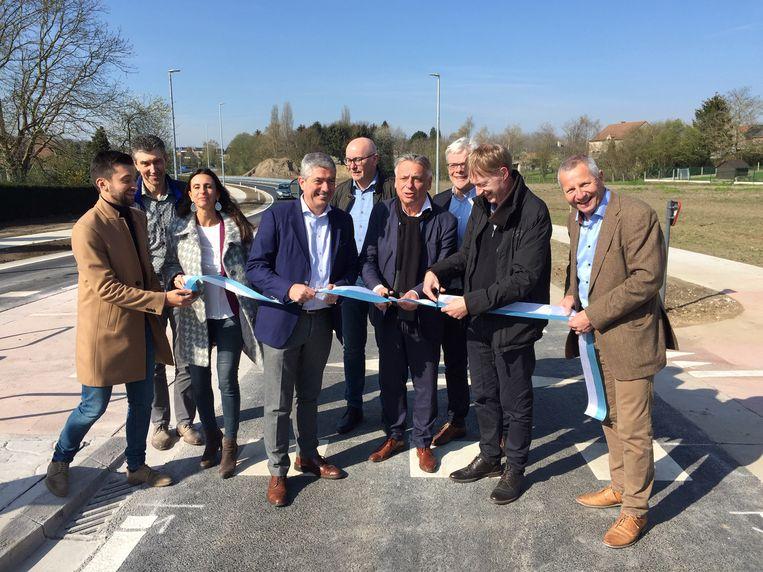 Burgemeester Patrick Dewael en het voltallig schepencollege stellen het eerste deel van de noordoostelijke rondweg open voor het verkeer.