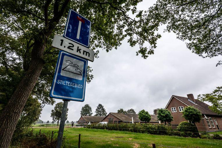 De Nederlandse regering heeft conflicterende belangen gestimuleerd, volgens het Planbureau voor de Leefomgeving: een agrarische wereldspeler zijn én de natuur beschermen. Die botsende belangen hebben het land in de stikstofcrisis gebracht, stelt het PBL. Beeld