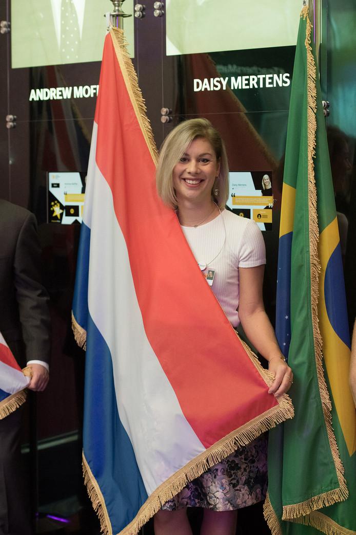 Daisy met de Nederlandse vlag in Dubai.