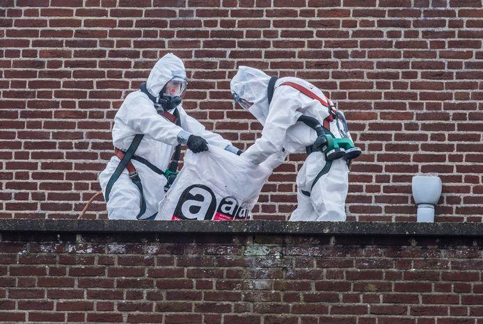 Bij de oude MAVO annex kringloopwinkel aan de Picardie in Gennep is men begonen met de asbestverwijdering. Hierna zal het gebouw gesloopt worden.