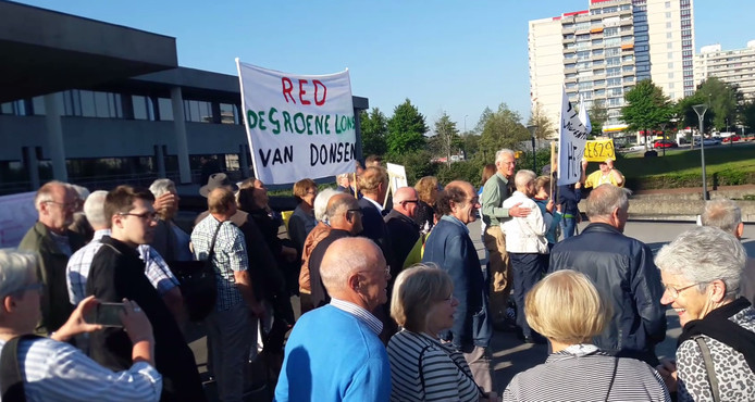 Dongenaren protesteren bij Provinciehuis in Den Bosch tegen de aanleg van de N629.