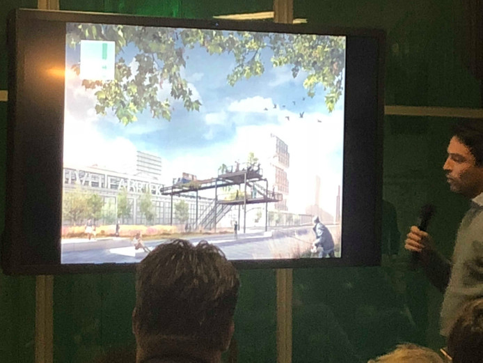 Tim Kouthooft van team Plug-In-City presenteert het plan voor het hergebruiken van materialen uit de Campina-gebouwen in Eindhoven tijdens de ontwerpwedstrijd van BPD.