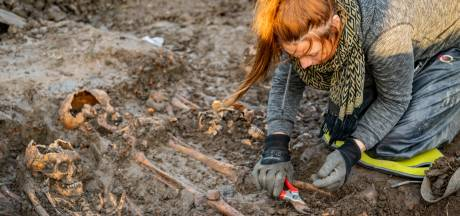 Massagraf Vianen blijkt met mogelijk honderd skeletten nog veel groter dan gedacht