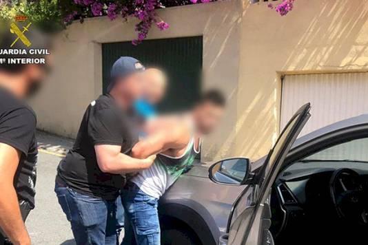 Bij zijn arrestatie reed de man nog rond in de auto van het slachtoffer.