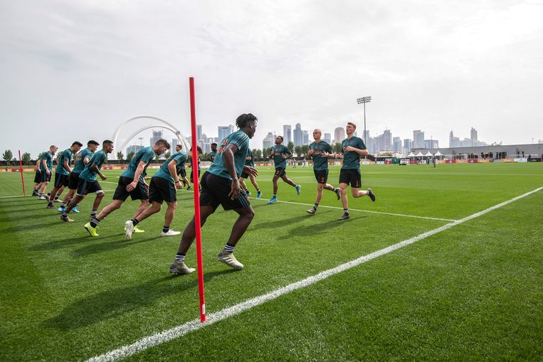 Ajax op het trainingsveld in Doha. Beeld Photo Ajax Jasper Ruhe