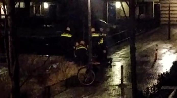 De politie overmeesterd in Arnhem een naakte, verwarde man.