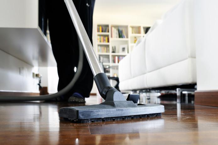 Waar in sommige gezinnen dagelijks de stofzuiger door het huis gaat, wachten sommige mensen wel twee weken tot ze hem door het huis slingeren.