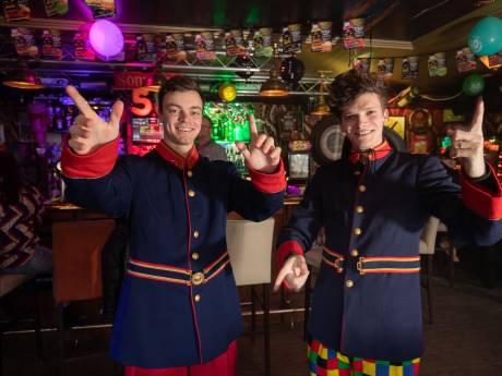 Kamper duo 'Bierproef' lanceert eigen, ultrakorte carnavalskraker