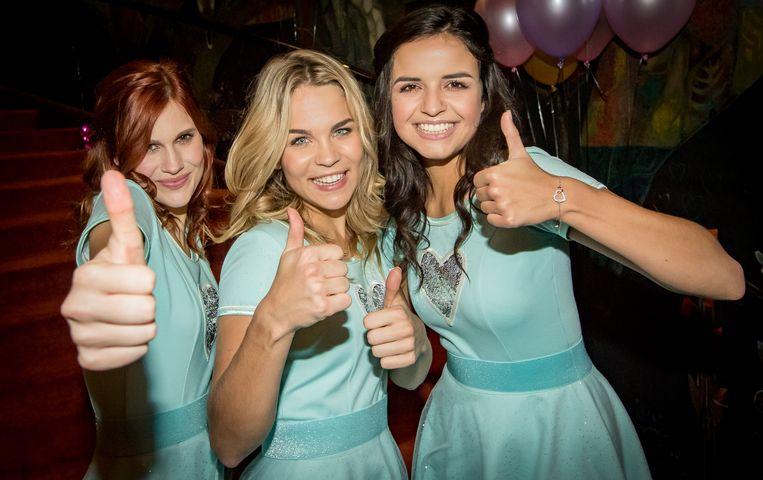 Hanne, Klaasje en Marthe dragen gelijkaardige jurkjes in de film 'K3 Love Cruise'.