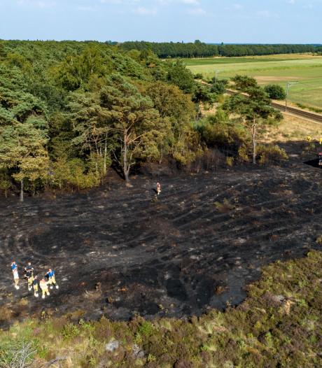 Brandweer blust na in Beerze; melding nieuwe rookpluimen in bos