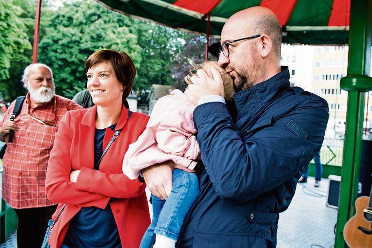 Amélie Derbaudrenghien, premier Charles Michel en hun dochter Jeanne in 2017.