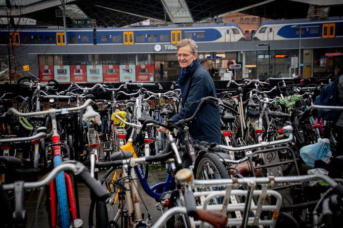 Kees Miedema in de fietsenzee aan de noordkant van Station Tilburg.