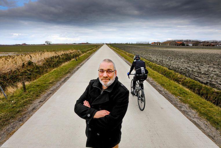 """Parcoursbouwer Chris Van Cleven in De Moeren. """"De wind heeft er vrij spel: ik gok op een mooie waaier hier."""""""