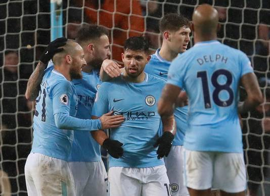 Manchester City viert het doelpunt van Sergio Agüero.