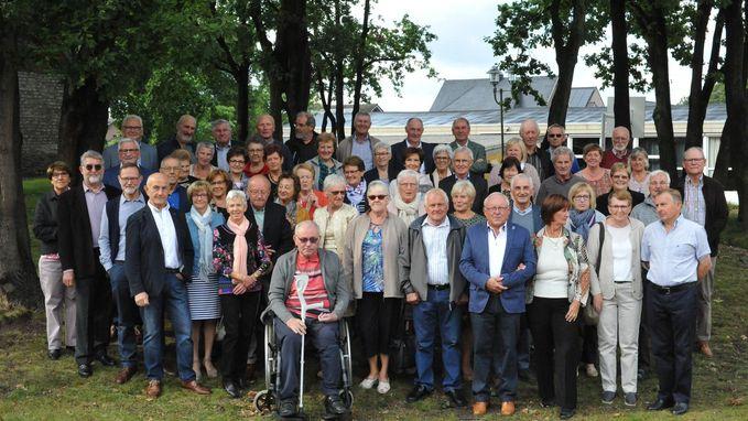 70-jarigen vieren samen verjaardag in de Kristoffelzaal