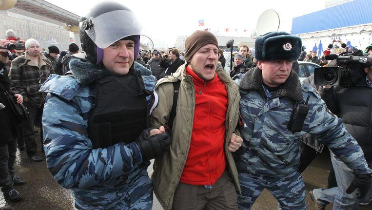 Een demonstrant wordt vandaag in Moskou gearresteerd. Beeld getty