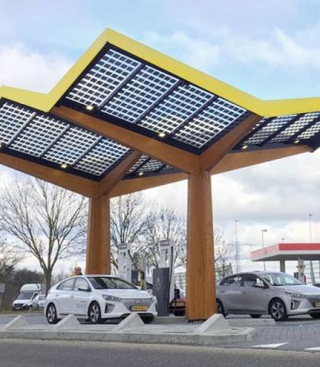 Snellaadstation bij AH Nijmegen: Auto opladen tijdens boodschappen doen